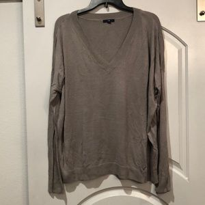 Putty Gray vneck gap sweater.